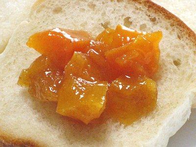 食パンと柿ジャム