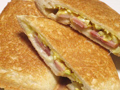 ホットサンド(チーズとベーコン、タルタルソース)