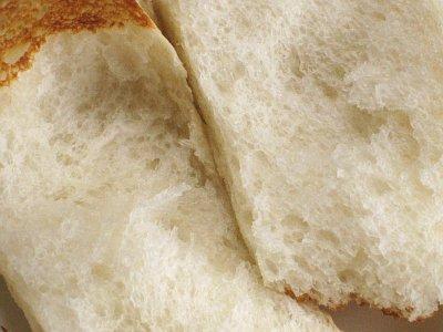 ふんわりモチモチの食パン