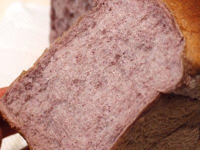モチモチ食感の紫米粉食パン