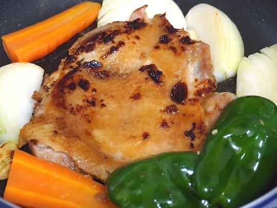 ニンニクしょう油麹漬け鶏もも肉と野菜