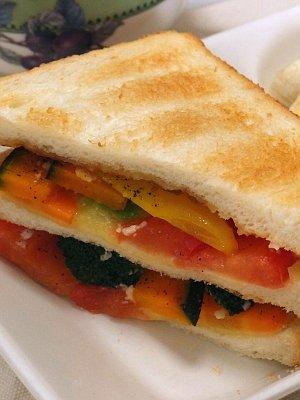 彩り野菜のサンドイッチ
