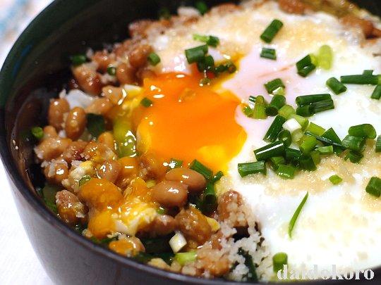 焼き納豆丼 | 金のつぶ パキッ!とたれ とろっ豆