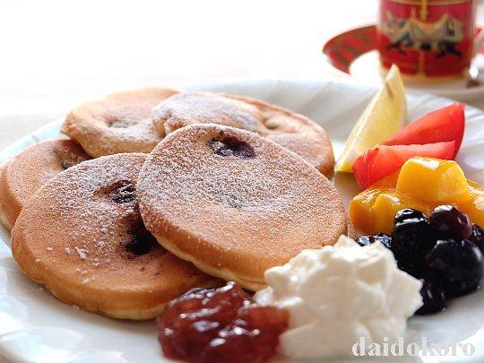 果物たっぷりのパンケーキ